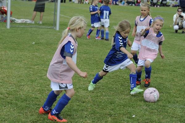 pige cuppen spil fodbold og gaa sommerland sjaelland