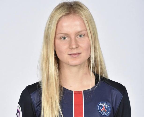 """Ud af hele mit hold var det kun fire af pigerne, som kunne snakke engelsk. I starten var det svært at komme ind på holdet, men efter kort tid begyndte jeg at kunne forstå en del fransk, og det gjorde det nemmere,"""" fortæller Mathilde."""