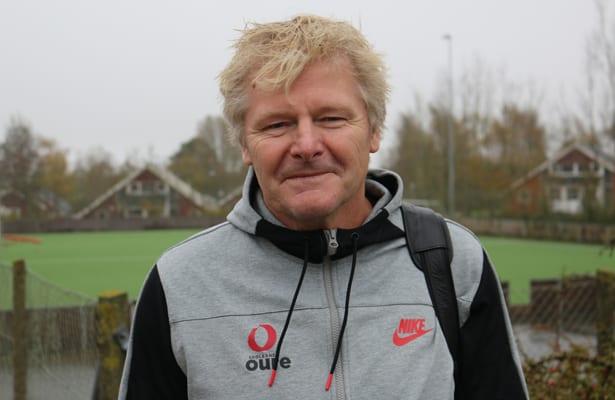 Peter Bonde var i ti år assistenttræner for Morten Olsen på herrelandsholdet. Nu er han kvindeelitetræner på Oure Efterskole og Kostgymnasium.