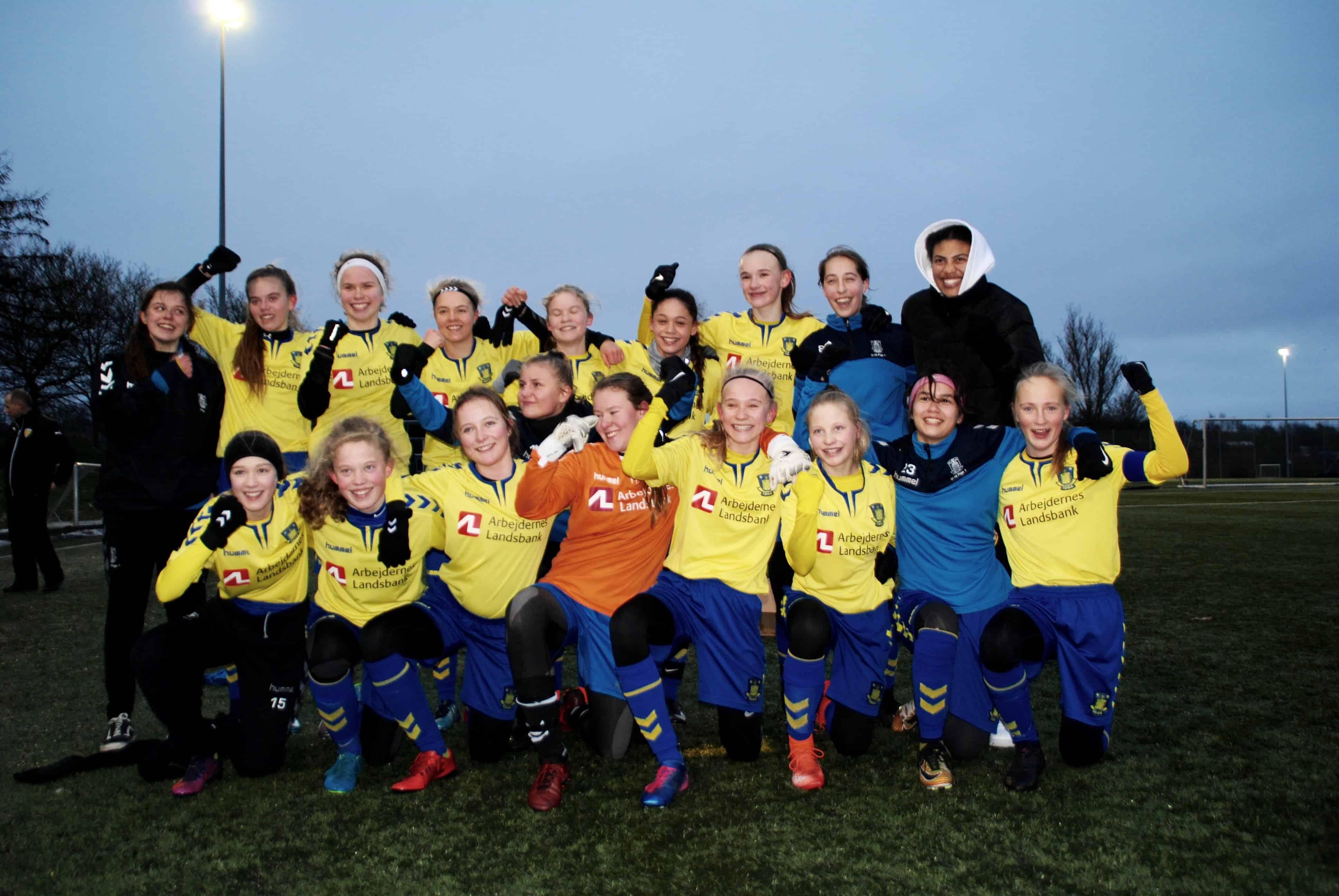 10f667de956 Glæden blev brølet ud, da Brøndby-pigerne kastede sig over hinanden og  fejrede 3-0 målet, der afgjorde finalen mod Kolding Q.